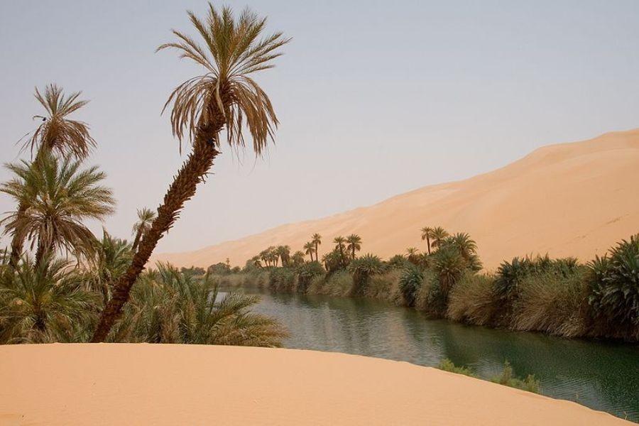 800px-libya_5391_ubari_lakes_luca_galuzzi_2007